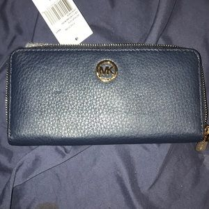 Michael Kors Fulton wallet clutch color navy